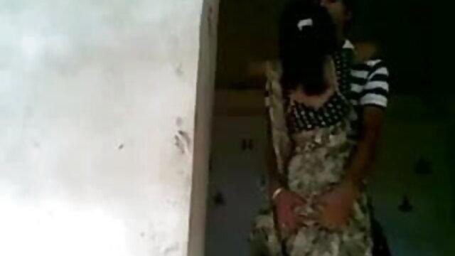 એશિયન ઢીંગલી હસ્તમૈથુન શિશ્ન દરમિયાન એક સેકસી વીડીયો એચડી મસાજ અને પોતાને માટે તે વાપરે છે
