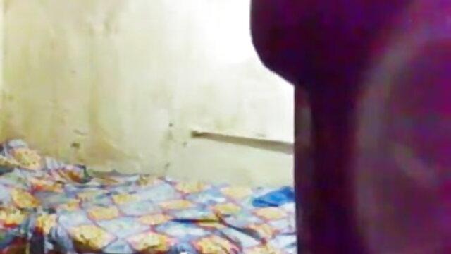 Aidra ફોક્સ fucks handyman રસોડામાં સેકસી સેકસી બીપી વીડીયો